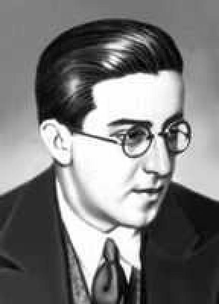 Первым из советских журналистов он совершил в воздухе мертвую петлю